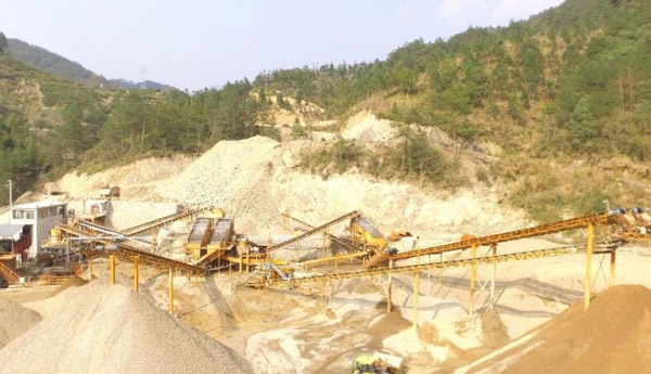 在购买制砂机生产线配置的时候,要注意的是产量的搭配