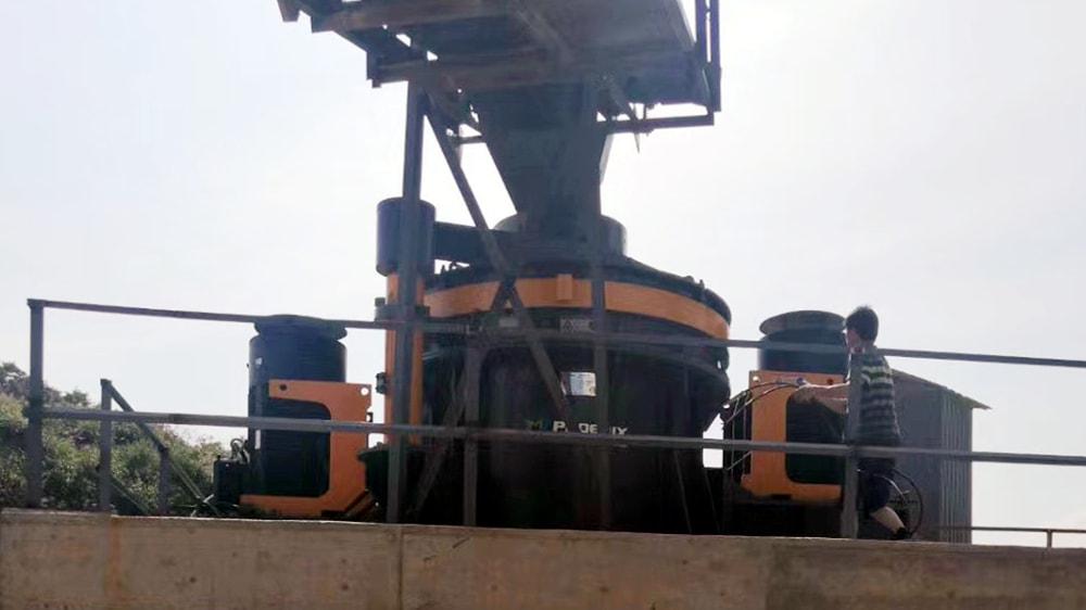 破碎机正常运行所产生的振动不足以导致基材破裂