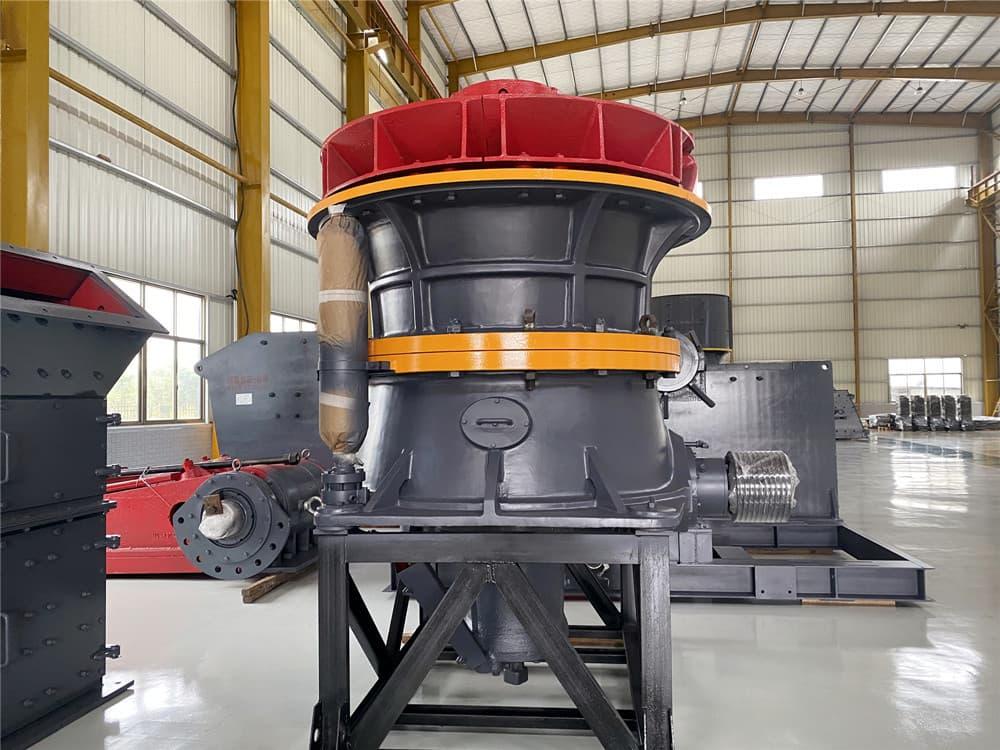 单缸液压圆锥破碎机发往甘肃砂石场进行设备安装
