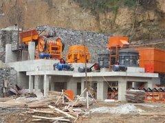 <b>严厉打击并依法查处非法开采矿产资源的行为,藤县太平镇对2处非法采石场开展</b>
