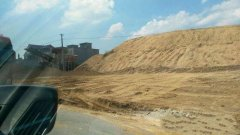 <b>农村地区的沙子价格飙升,一些人以高价也购买不到沙子。农民:盖房子不容易</b>